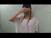 顔出しNGの美乳シロウト娘さんが公衆トイレでおっぱい揉まれながらする着衣フェラチオがエロい