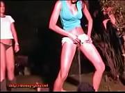 Двумя толстыми огромными хуями ебут в одну дырку девушке видео