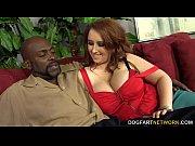 Секс видео с сексуальной мамашей в доме