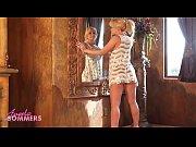 Красивые ножки и грудь у девушек