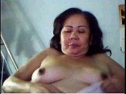 Зрелая женщина раком в белых трусиках и чулках