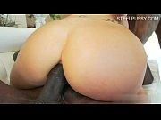 Порно мулатка доминирует над блондинкой