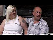 Пара снимает на камеру свой первый анальный секс