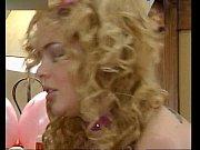 Русская девушка делает маме фистинг