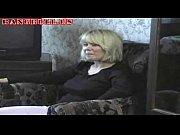 blonde mama zapelje njen sin