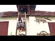 Видео поставил жену на колени и трахнул
