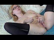 Видео стеснительная девка занимаются сексом в туалете