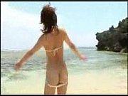 水着姿の一ノ瀬カレンちゃんが男を見つめながら濃厚フェラしちゃう