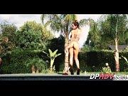 Секс сидит раздвинув ноги видео