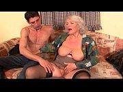 Старая и молодая лдизбиянки порно