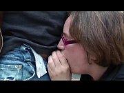 відео онлайн мама пісяє сину врот