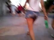 Лысый мужик засовывает голову в влагалище видео