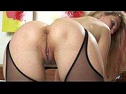 Девушка делает эротический массаж видео