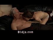 Старые мужики трахают молодых девушек смотреть онлайн