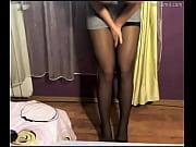 Девушка рвет колготки на себе видео