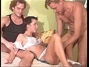 Chicas teniendo sexo anal