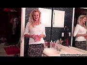 Видео как сын заставляет мать трахатся