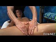 Секс в попу пальцем крупно видео
