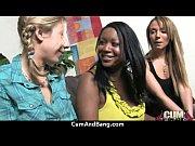 Девушка высасывает сперму из вагины подружки видео