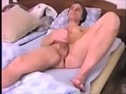 Порно видео подкрался к сестре пока она мыла пол