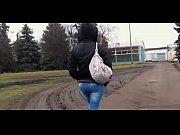 Курящие женщины в коротких эротических юбках видео
