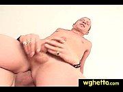 Сексуально чувствительная латинка выполняет эротический массаж другу и трахается с мужиком