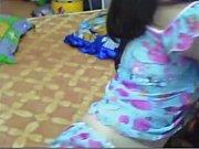 Женский сосок в мужских руках на видео