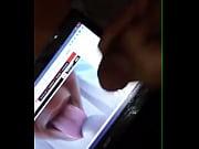 Девушка трахается с пацаном на кухонном столе в письку и анальную дырочку