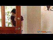 Рукой под столом лапает чужую жену порно