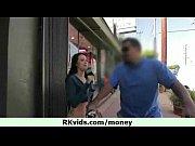 парень порит свою девушку ремнем видео