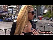 Как девушек ебут в жопу на улицэ порна видео