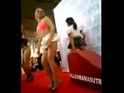 Порно молодой блондинки с негром