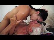 Секс в душе папы с дочкой