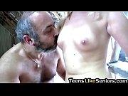 Порно звезда обучает двух парней сексу на камеру на гиг порно