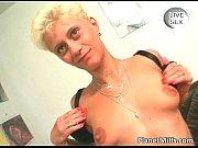 Жесткое порно телке делают молочную клизму и она спускает молоко на лицо другой телке видео
