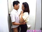Женщина заставляет парня дрочить свой член до оргазма видео