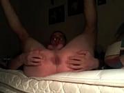 Сексуальную брюнетку трахнули в сочную киску