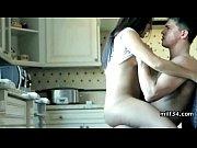 Лисбиянки суют друг другу анальные шарики жесткий секс