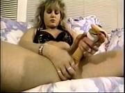 blond ljepuškast hermafrodit kreteni off kot ona sama jebe z veliko vibrator.
