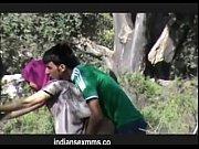 Порно видео девушка ласкает руками член и мошонку