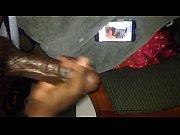 Девушка у которой маленькие сиськи мастурбирует