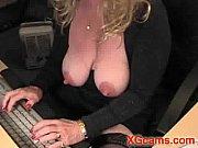 Смотреть порно три парня и одна девка