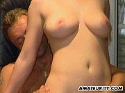 Порно онлайн двое имеют одну девушку