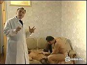 Русский секс парень трахает жену и ее подругу