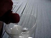 gozando numa taca de cristal
