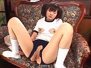 Девушка мастурбирует в насочках порно