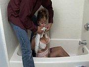 Порноинцест мама мыла пол и нагнулась