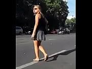 Под вернула ногу на улице порно