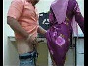 Жена сосет хуй друга а муж смотрит видео
