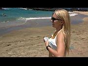 Девушка с упругими формами совращает друг на секс видео
